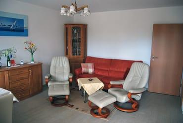 Wohnbereich mit gemütlicher Couch und kostenfreien WLAN