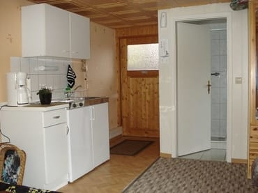 Bungalow LEE - Eingang und Kitchenette