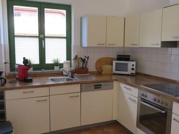 Die komplett ausgestattete Küche