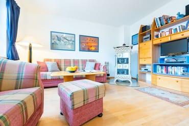 Blick in den Wohnbereich, Ofen u.Fernsehecke