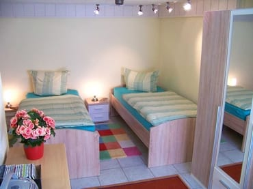 zweites Schlafzimmer mit Einzelbetten