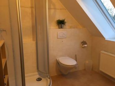 Das freundlich helle Badezimmer