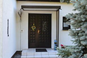 FeWo I - Eingang zum Wohnhaus