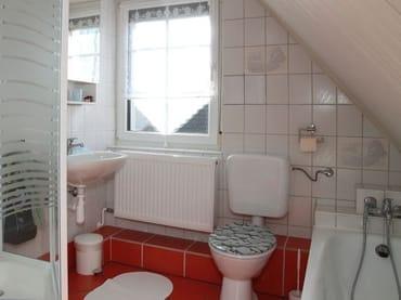 FeWo I -  Bad mit Dusche und Wannenbad