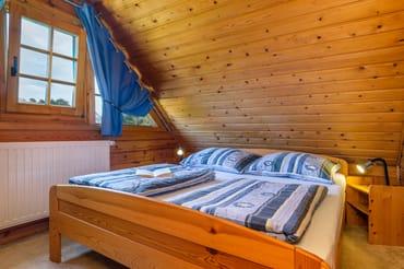 Schlafzimmer 2 hat eine Tür.