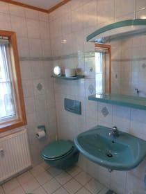 Bad mit Badewanne Ferienhaus Tabea