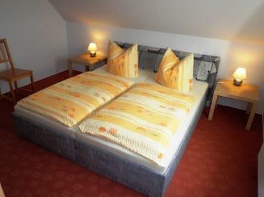 Schlafzimmer - Doppelbett  180x200 cm