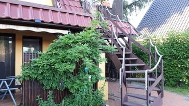 Treppe zur Dachterrasse und Wohnung