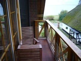 Balkon mit Boddenblick- Freiluftfrühstück