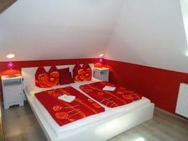 Das Schlafzimmer lädt zum Ruhen und Relaxen ein.