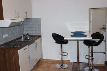Küchenzeile und Eßplatz