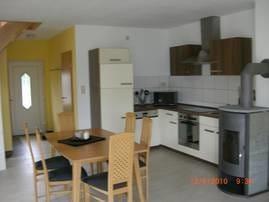 Eine moderne L-Küche mit Komplettausstattung lädt  zum Kochen ein...sowie  ein großzügiger Eßbereich zum schlemmen ...