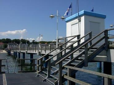 Schiffsanlegeplatz auf der Bansiner Seebrücke