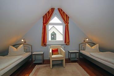 Schlafzimmer im DG - Einzelbetten je 90 x 200