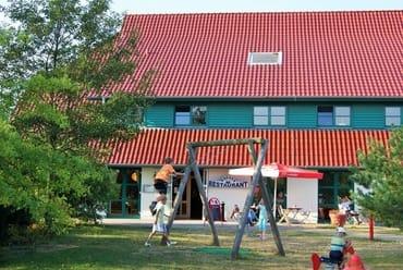 einer der vielen Spielplätze im Feriendorf Rugana