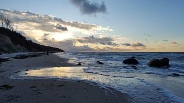 der Strand in der untergehenden Novembersonne