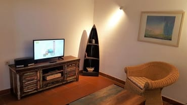 Wohnzimmer der Whg B 04, mit Mobiliar im Vintage-Stil