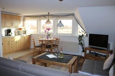 Küche und Wohnzimmer mit Boddenblick