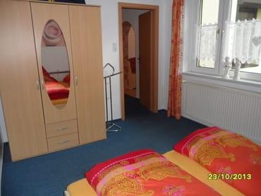 1.Schlafzimmer mit 3türigem Keiderschrank