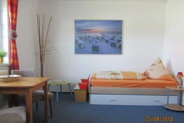 2. Schlafzimmer mit Kindersitzecke