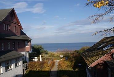 Das ist der Blick vom Balkon und vom Fenster des Dachstudios. Ein Tipp: Den Wecker stellen und ganz früh morgens die Sonne über dem Meer aufgehen sehen....