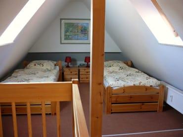 offene Galerie mit 2 Einzelbetten
