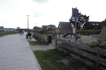 Kinderspielplatz an der Promenade auch vorhanden.