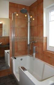 bequeme Duschwanne von Artweger mit Glastür für einen leichten Einstieg
