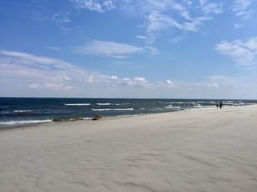 Ruhige See und toller Strand im Sommer