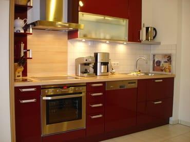 Küche mit Kaffee- und Espressomaschine