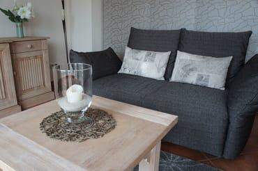 Sofa mit geschlossenem Flächenvorhang