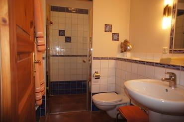 Bad mit Fußbodenheizung, Dusche ohne Schwelle