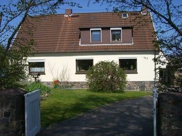 Die Ferienwohnung Haus Rasmus befindet sich im Obergeschoss des Zweifamilienhauses.
