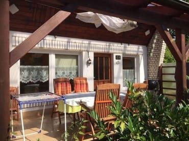 überdachte und windgeschützte Terrasse