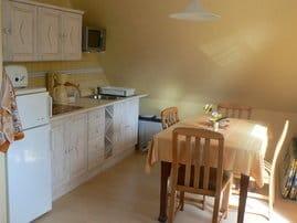 Moderne Küchenzeile mit Essplatz bis 8 Personen