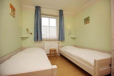 2. Schlafzimmer mit zwei Einzelbetten