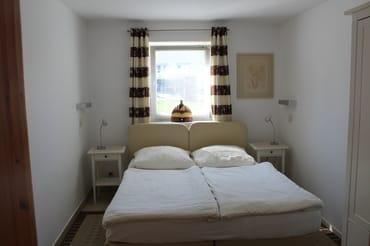 Schlafzimmer mit Ehebett (zusammengestellt)