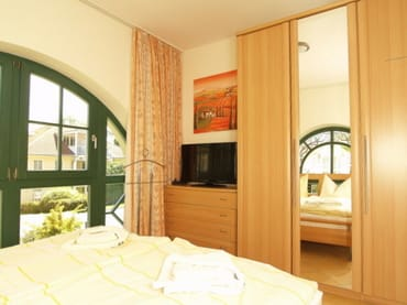 Schlafzimmer  2 mit Topper Härtegrad 2 für viel Schlafkomfort