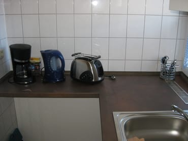 Pantryküche mit Mikrowelle,Kaffeemaschine,Toaster,Wasserkocher usw.