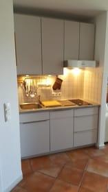 neue Küchenzeile mit neuen Elektrogeräten - Backofen etc.