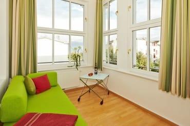 Die verglaste Veranda dient als zusätzlicher Wohn- und Schlafbereich