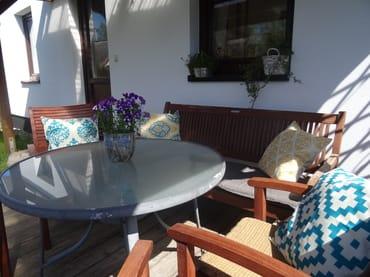 Die Sonne ab Mittag ist ein Traum! Das ist wie ein dritter Raum zum Verweilen und Entspannen!