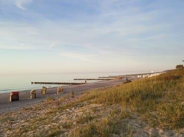 Ein Urlaubstag neigt sich dem Ende. Die Strandkörbe warten auf Ihre Gäste am nächsten Tag