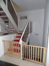 Kinderschutzgitter an den Treppen der mittleren Etage