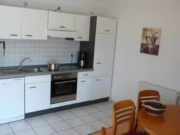 Die Küche ist sehr gut ausgestattet. Vom Mixer bis zum Korkenzieher ist alles vorhanden was der Hobbykoch benötigt.