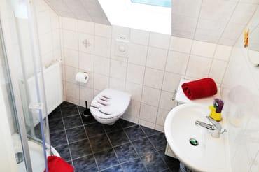 Dusche mit WC im Obergeschoß