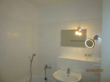 Badausstattung    Badewanne , WC , Waschtisch  ,Spiegel  , Fön,Kosmetikspiegel, Handtuchtrockner