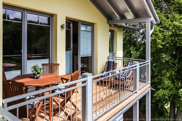 Balkon mit Balkonmöbel
