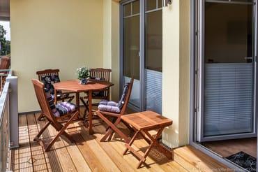 Balkon mit Tisch und Stühle