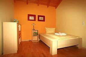 Schlafzimmer 2 mit großem Bett  (Liegefl. 1,40 x 2,00)